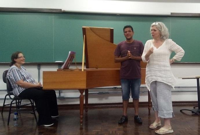 Silas Gomes ao lado da sopreno Sophie Daneman (dir) e da carvista Isabel Canji (esq)