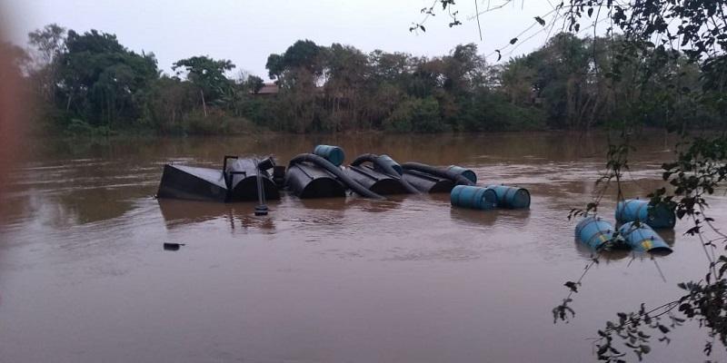 Foto: Balsa da CAEMA no rio Itapecuru