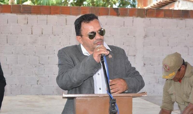 Vereador Abraão Martins discursando na inauguração do quartel do Bombeiros de Itapecuru Mirim (2015). Foto: Ascom prefeitura