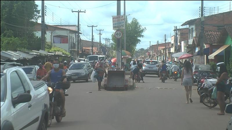 Fluxo de pessoas na feira do Caminho Grande em Itapecuru na manhã deste domingo (10). Foto: João Di Bragança / Itapecuru Webtv