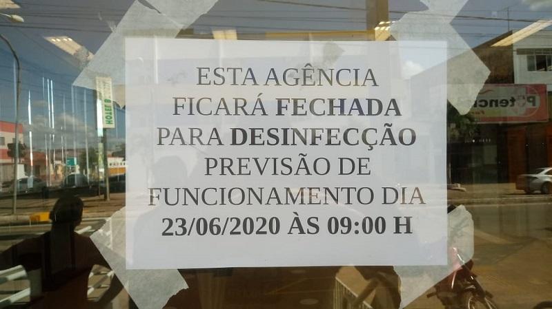 Cartaz colado na porta de entrada da agência do banco do Brasil em Itapecuru Mirim. Foto: João Di Bragança