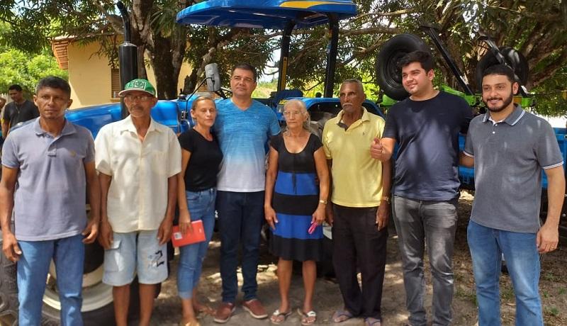 Líderes comunitários de Companhia dos Bogéa e Santa Joana recebendo patrulha agrícola